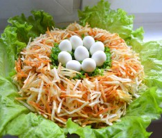salat_s_perepelinymi_yaitsami_gnezdo_gluharya